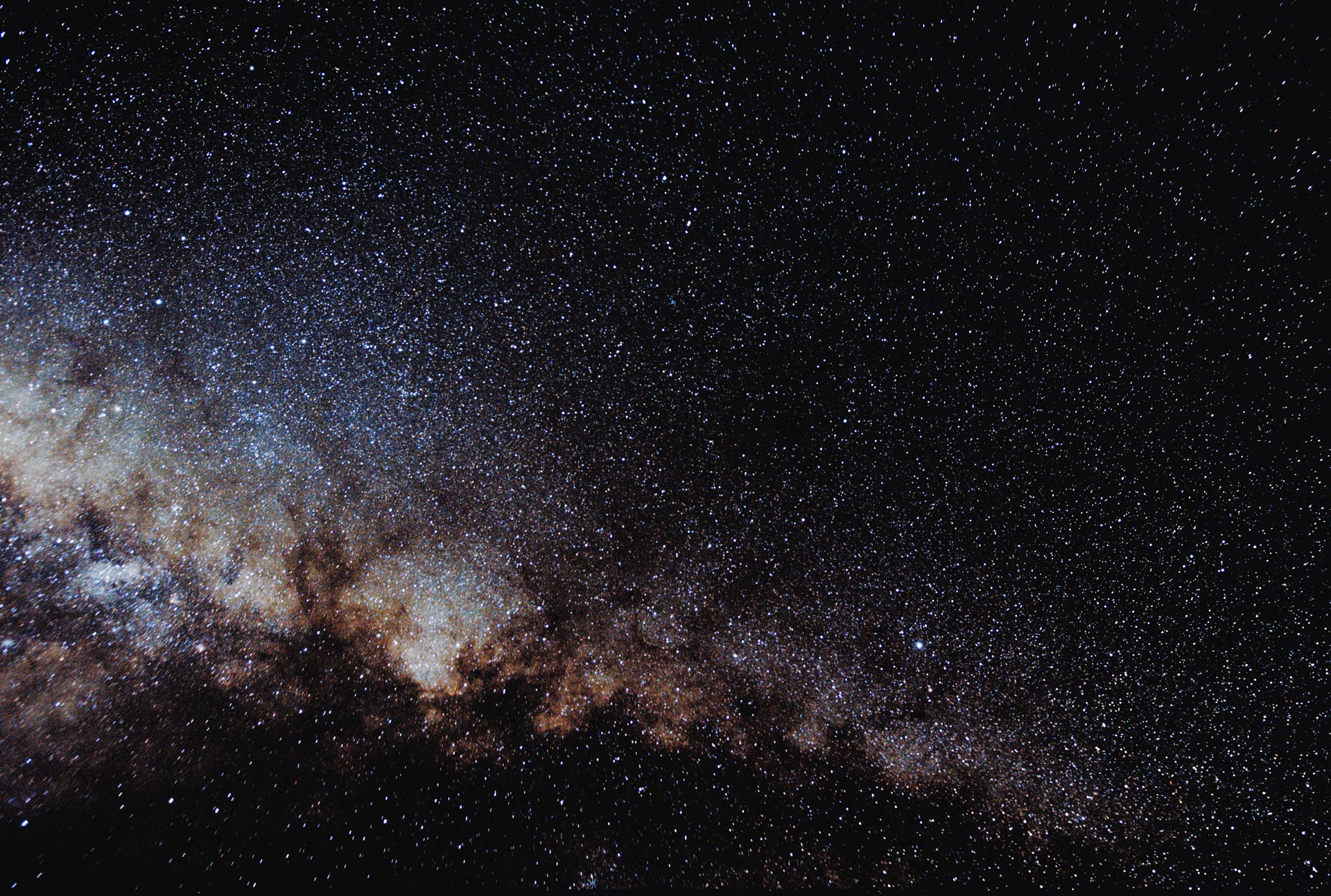 Canon 760D on tripod. 20mm lens F2.8. Processed in Nebulosity and Photoshop. Deon Krige
